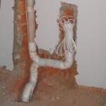 Трубы прячем в стену
